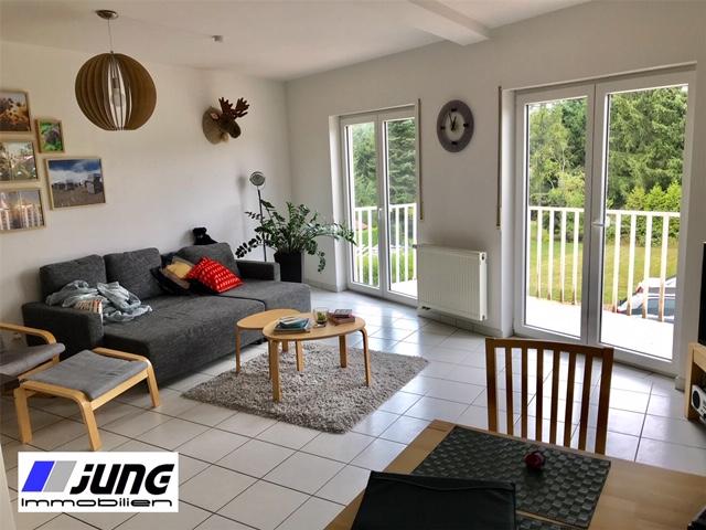zu vermieten: schöne 2,5 ZKB Wohnung mit Balkon in ruhiger Seitenstraße