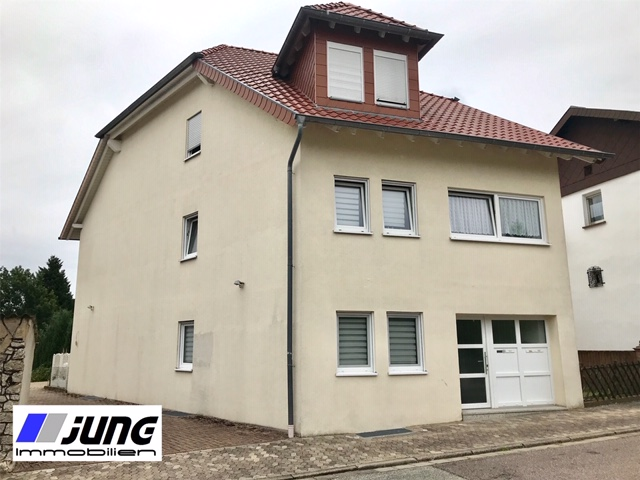 zu vermieten: schöne 2,5 ZKB Wohnung mit Balkon in ruhiger Seitenstraße (Rohrbach)