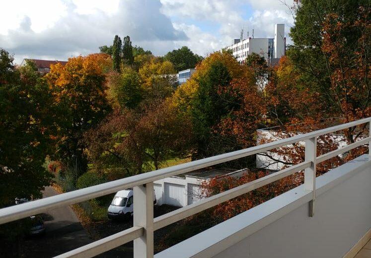zu vermieten: 3 ZKB Wohnung mit Loggia in ruhige Wohnlage (Am Hasenbühl)